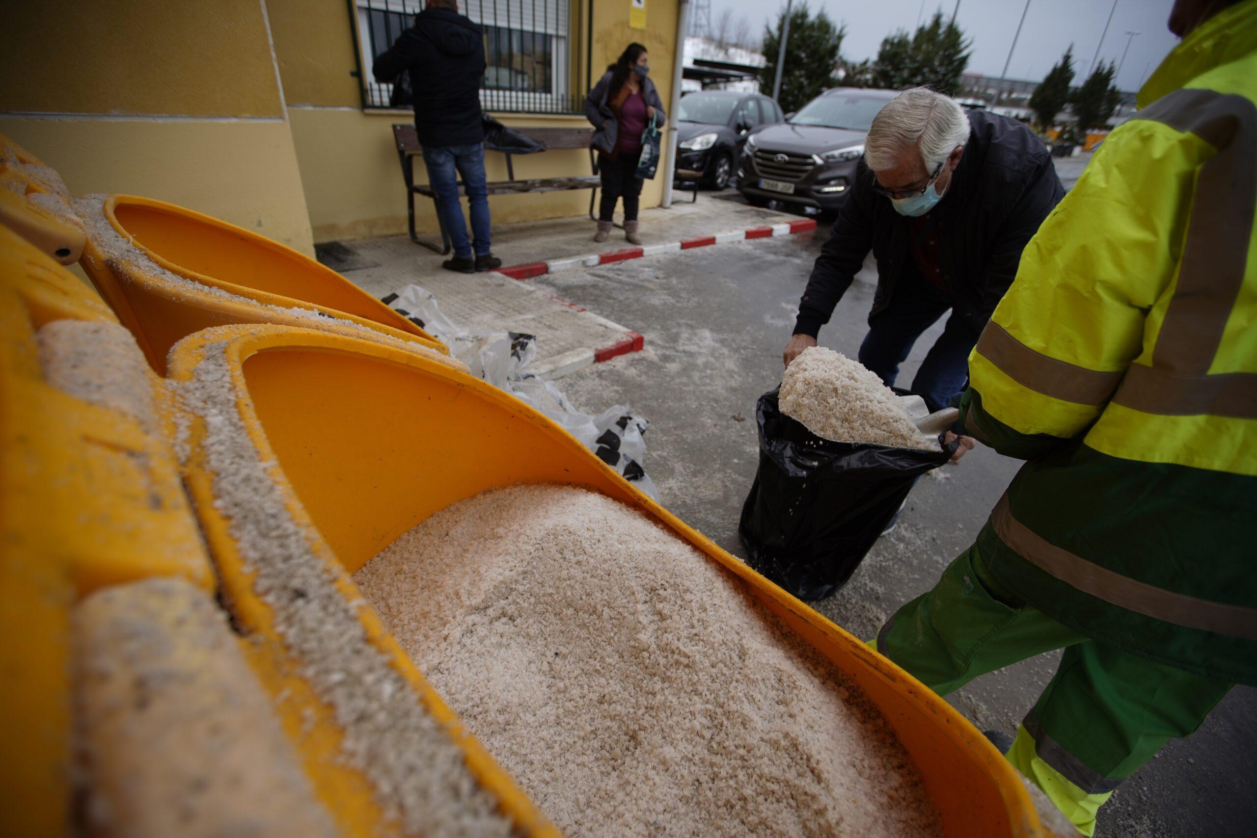 El Ayuntamiento pide a los vecinos limitar los desplazamientos y extremar precauciones ante la nevada